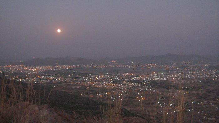 Lever de Lune à Pushkar, Inde
