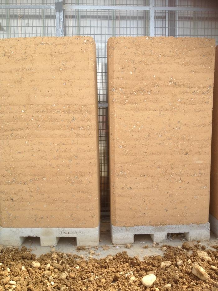 Après l'atelier pisé, un mur en taille réelle