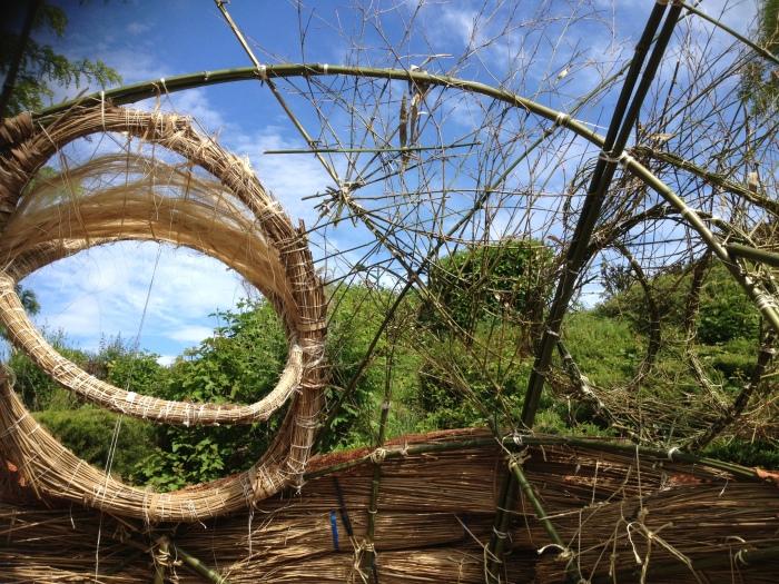 Bambous, pailles et roseaux se sont fait tisser par des mains inspirées